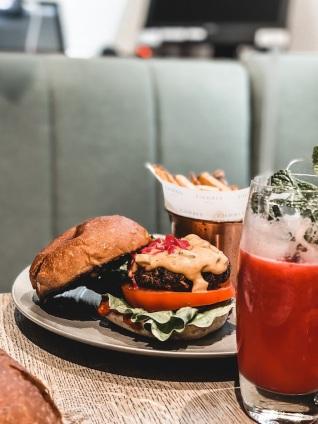 meilleures-adresses-londoniennes-vegan-farmacy-burger-londres