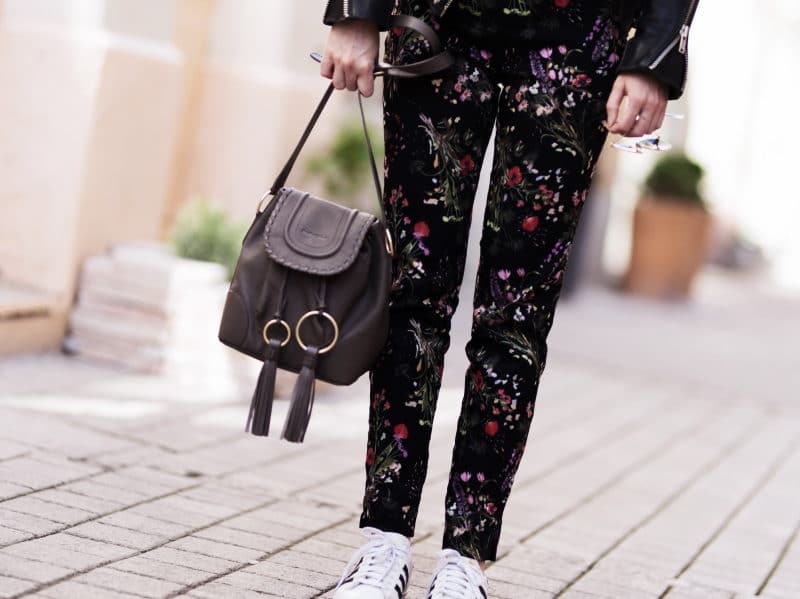 pantalon fleuri perfecto baskets adidas