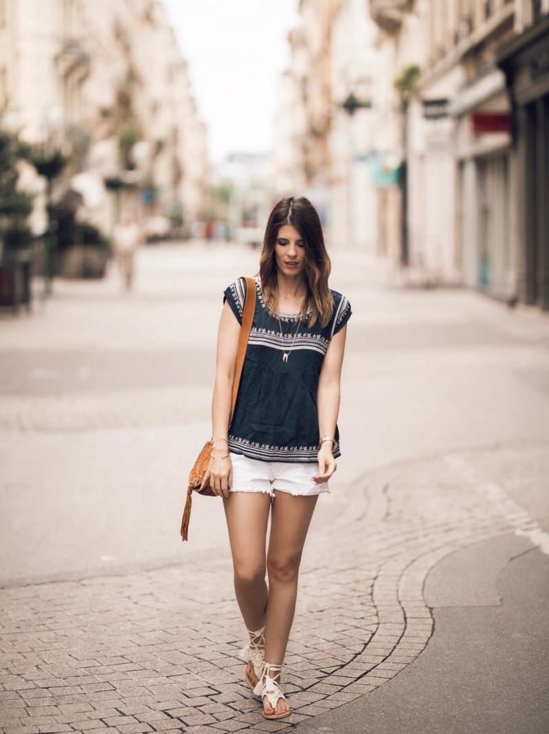 sandales crochet blouse ethnique sac en daim tressé