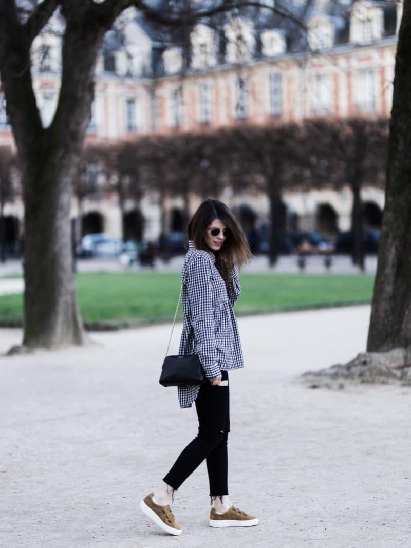 paris blouse vichy sneakers