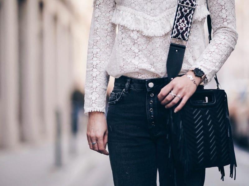 Look jean oeillets Zara blouse Ninon Sézane sac M Maje detail face