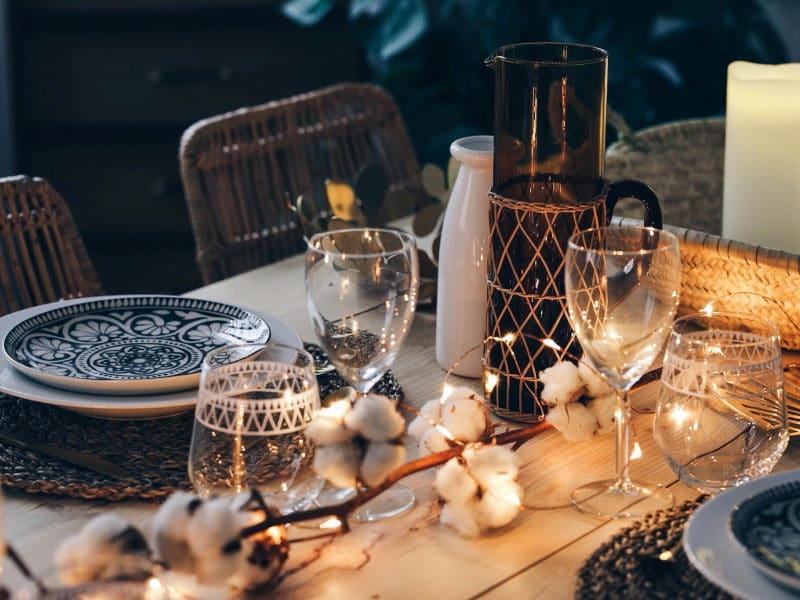 décoration table noël 2017 bois fleurs de coton lumières detail pichet