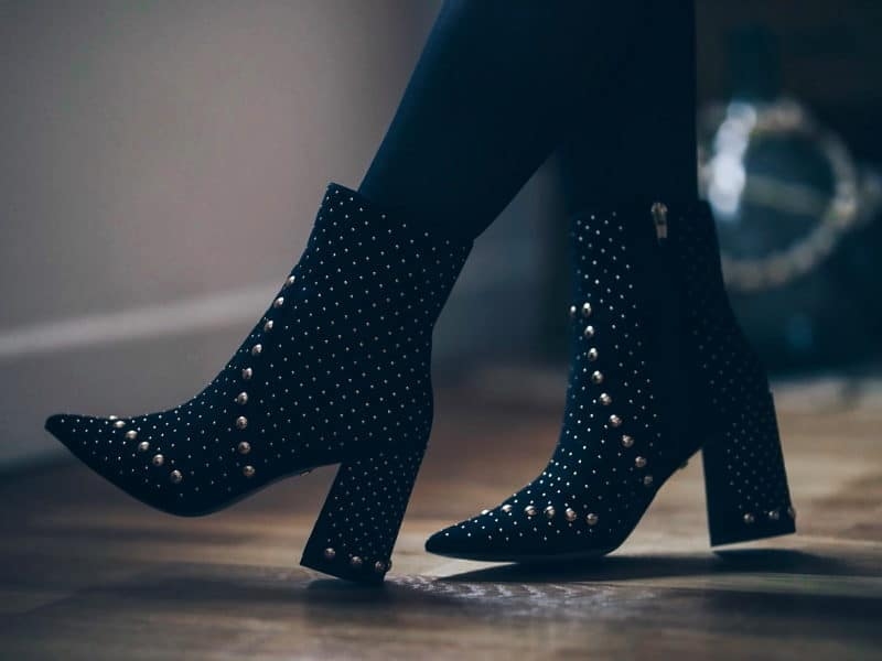 look tenue noël 2017 robe boots sequins detail chaussures