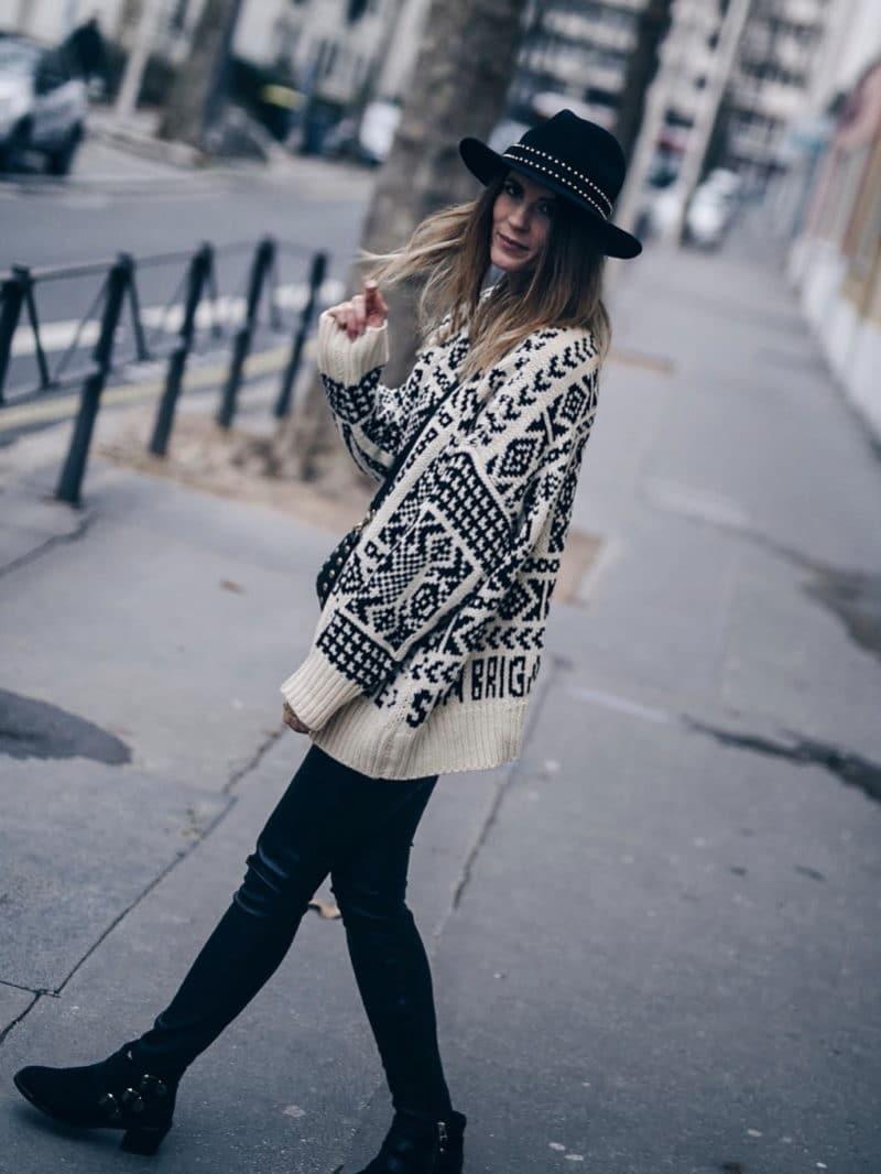 Look legging simili cuir pull ethnique sac clous marc jacobs chapeau marche