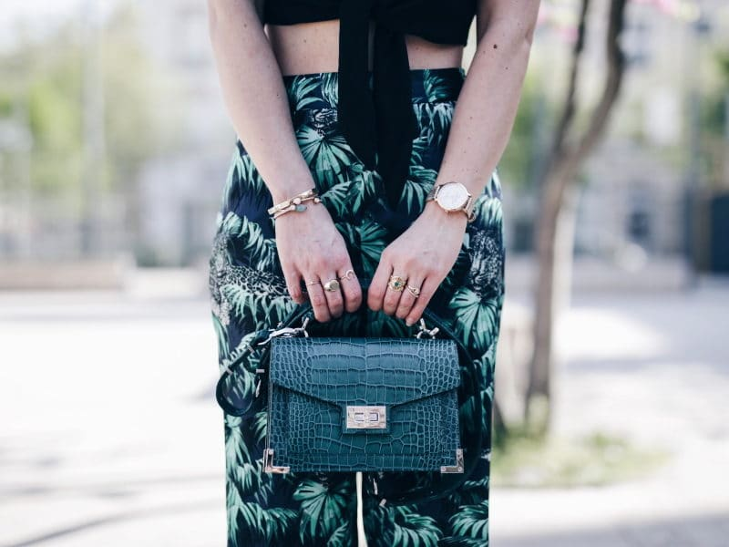 Crop top pantalon exotique tropical sac emily the Kooples sandales San Marina bagues by opaline
