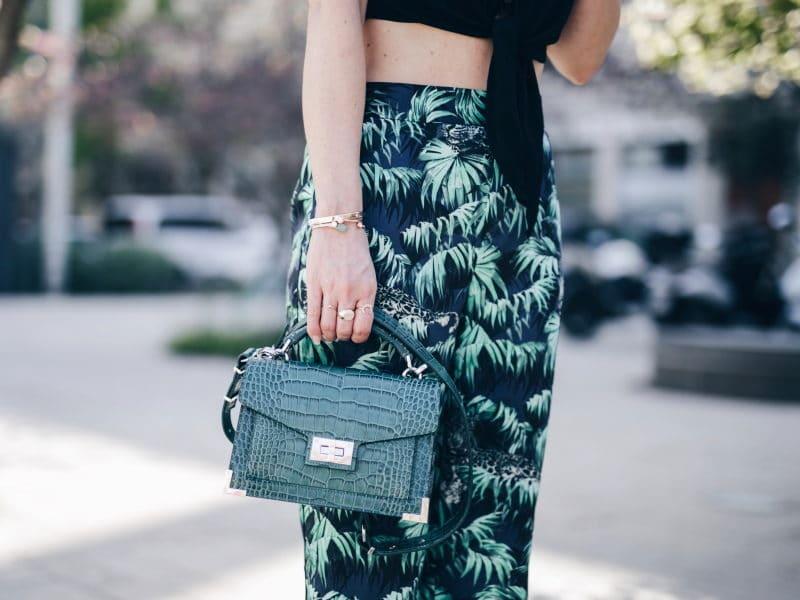 Crop top pantalon exotique tropical sac emily the Kooples sandales San Marina detail