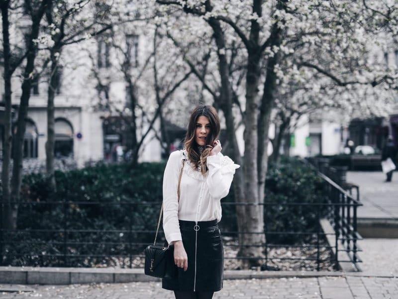 Look jupe vinyle bottines léopard chemise Maje sac Saint Laurent main cheveux
