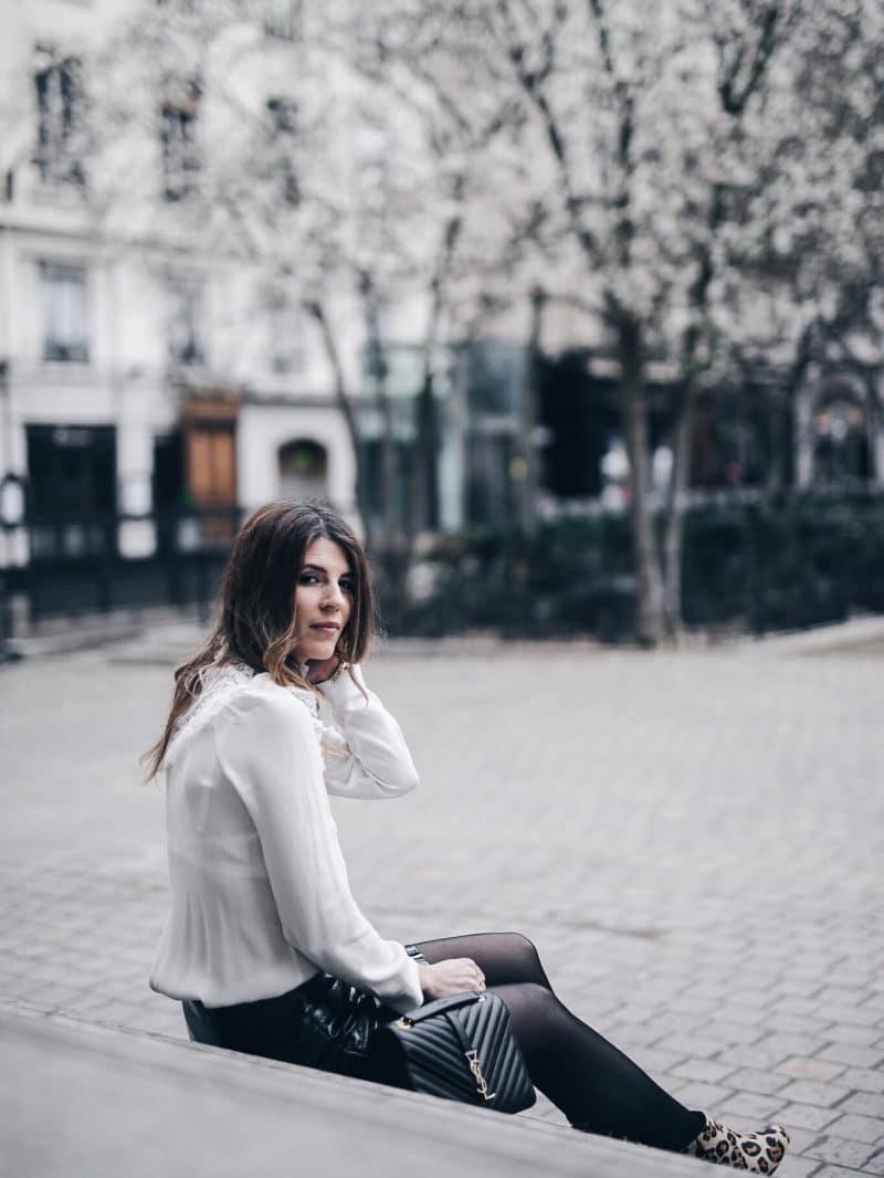 Look jupe vinyle bottines léopard chemise Maje sac Saint Laurent tournée