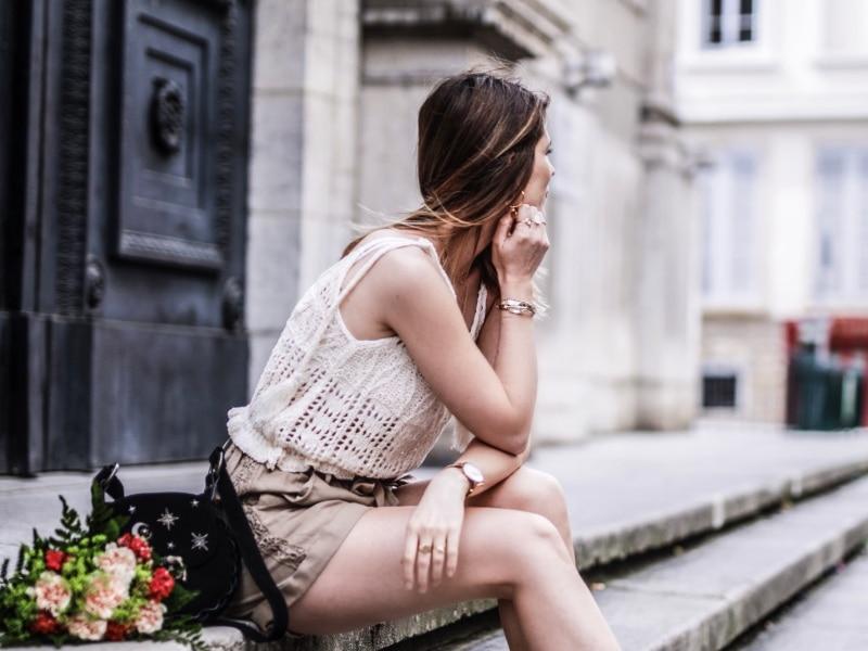 Look Top crochet short taille haute sandales en raphia blog By Opaline assise