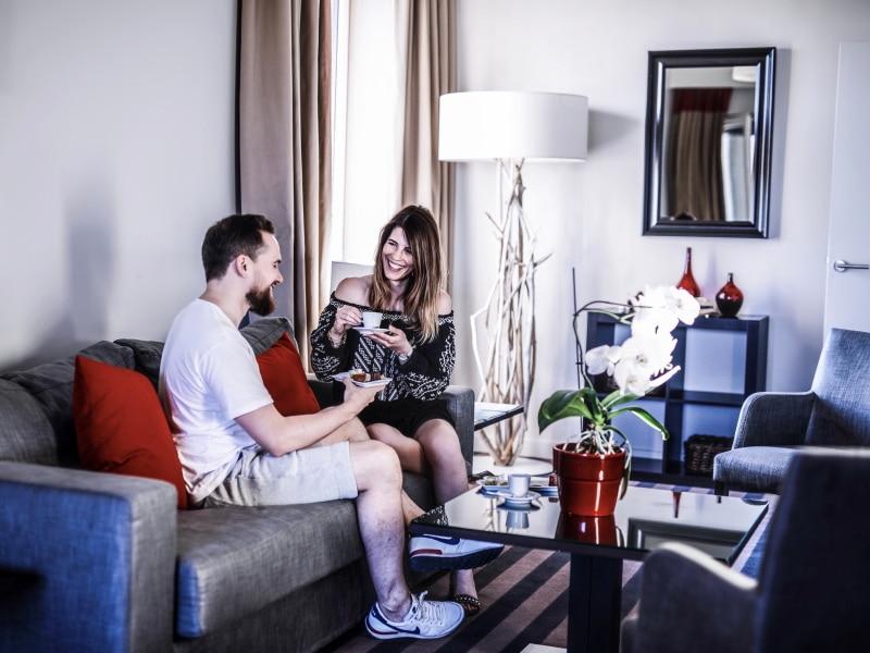 Hotel Golden Tulip Lyon blog By Opaline salon couple