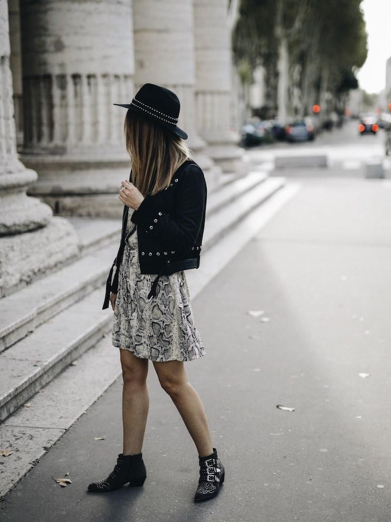 look automne robe python veste cuir rock bottines cloutées sac frange